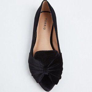 Torrid NWOT Black Velvet Bow Flats sz 10 (11)